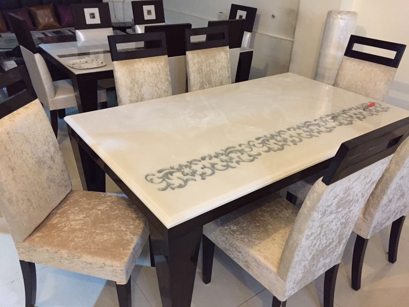 White onyx dining table top for residential project image